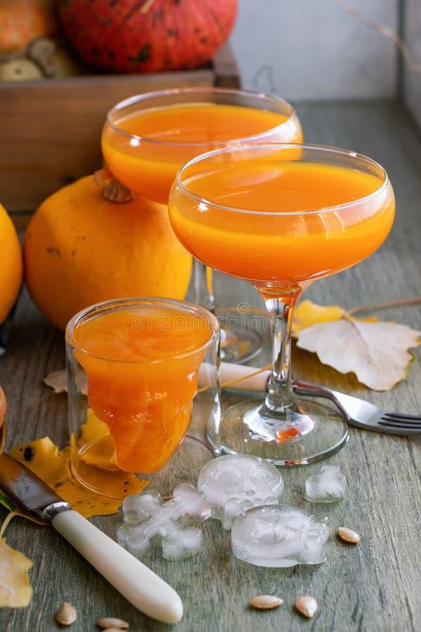 Dyniowi napoje, sok dla Halloween zdjęcia royalty free