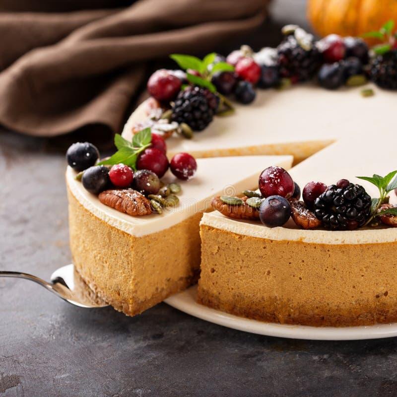 Dyniowy cheesecake z kwaśnej śmietanki polewą obraz royalty free