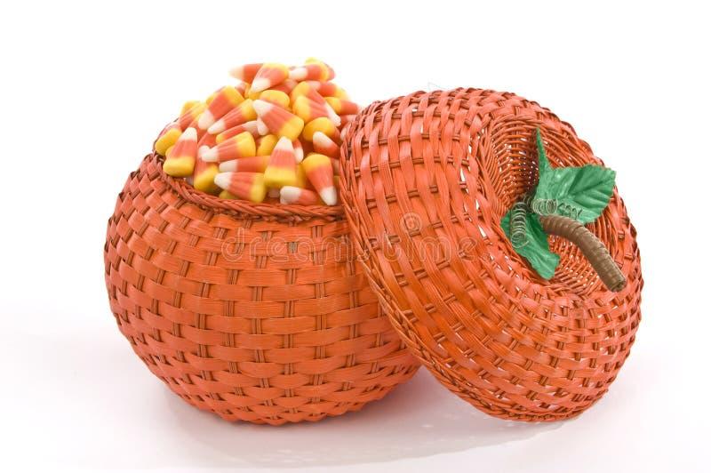 Dyniowy Koszykowy Pełny cukierek kukurudza obrazy stock