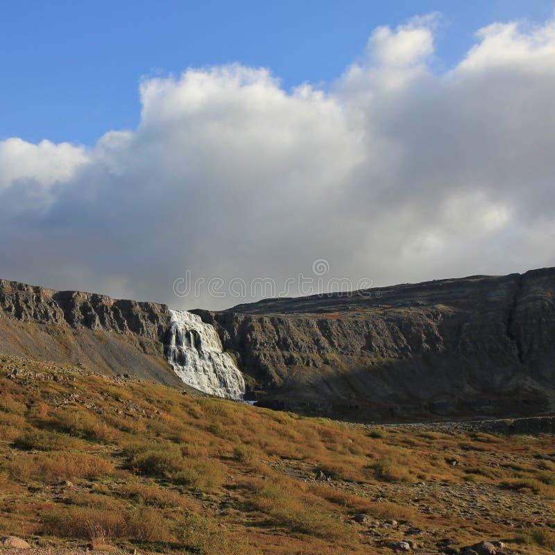 Dynjandi的遥远的看法,在westfjords的著名瀑布 库存照片