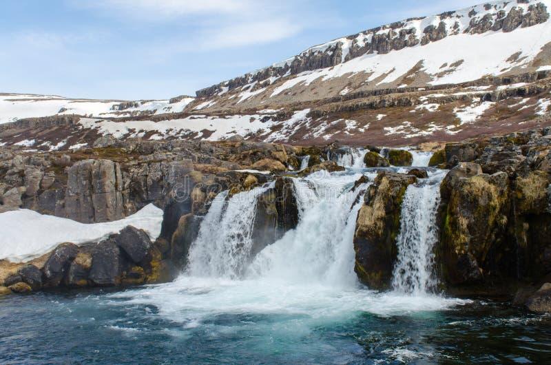 Dynjandi vattenfall royaltyfria foton