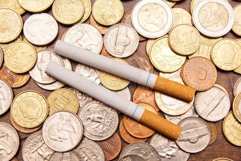 Download Dyra cigaretter arkivfoto. Bild av dyrt, kostnader, rök - 27275590