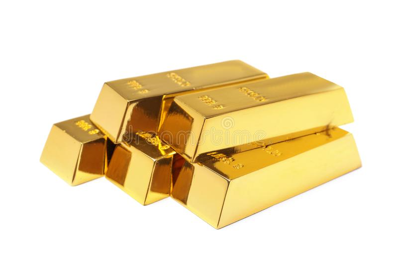Dyrbara skinande guld- stänger på vit arkivbild