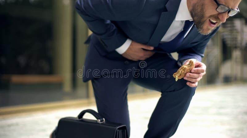 Dyrektora cierpienie od nagłego żołądka drętwienia, niezdrowy odżywianie skutek, wrzód obrazy royalty free
