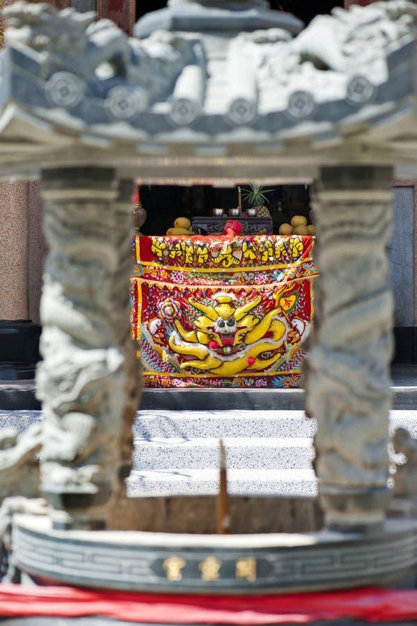 Dyrkantabell på en kinesisk tempel royaltyfri foto