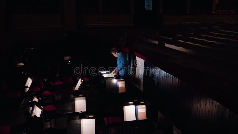 Dyrygent w orkiestry jamie Studiuje Szkotową muzykę fotografia royalty free