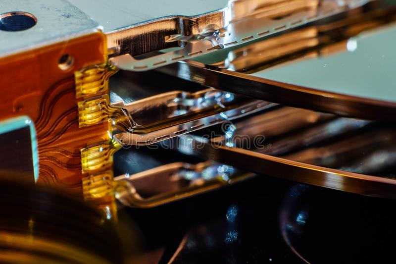 Dysk twardy przejażdżki inside elektroniczne części i talerze Naprawa komputerowe elektronika obrazy stock