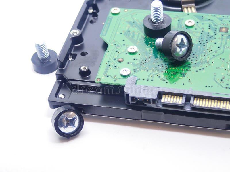 Dyska twardego dyska twardego naprawiania rygiel w górę widocznego microcircuit magazynu dane dane na w górę białego tła fotografia stock