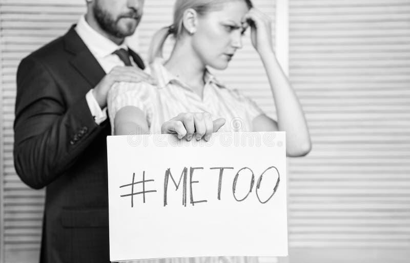 Dyskryminacja napadu skarga Ofiara napad przy miejsce pracy Napad celuj?cy przy pracownikiem Dziewczyna chwyta plakatowy hashtag  obrazy stock