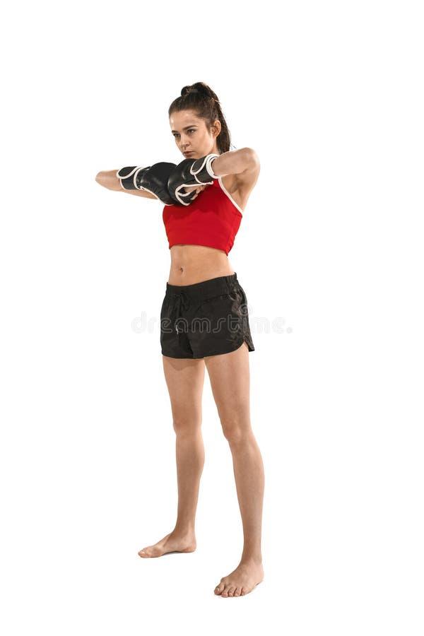 Dysponowana piękna kobieta z bokserskimi rękawiczkami odizolowywać na białym tle fotografia stock