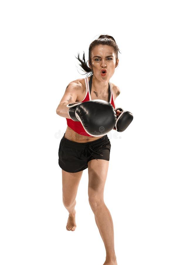 Dysponowana piękna kobieta z bokserskimi rękawiczkami odizolowywać na białym tle zdjęcie royalty free