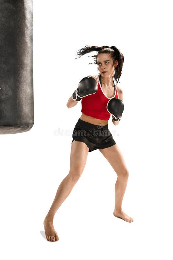 Dysponowana piękna kobieta z bokserskimi rękawiczkami odizolowywać na białym tle zdjęcia stock