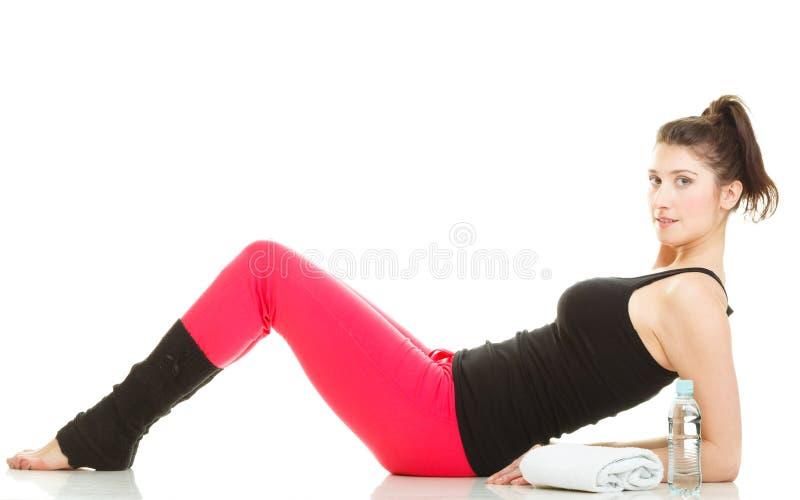 Dysponowany dziewczyny rozciąganie odizolowywający na bielu obrazy stock