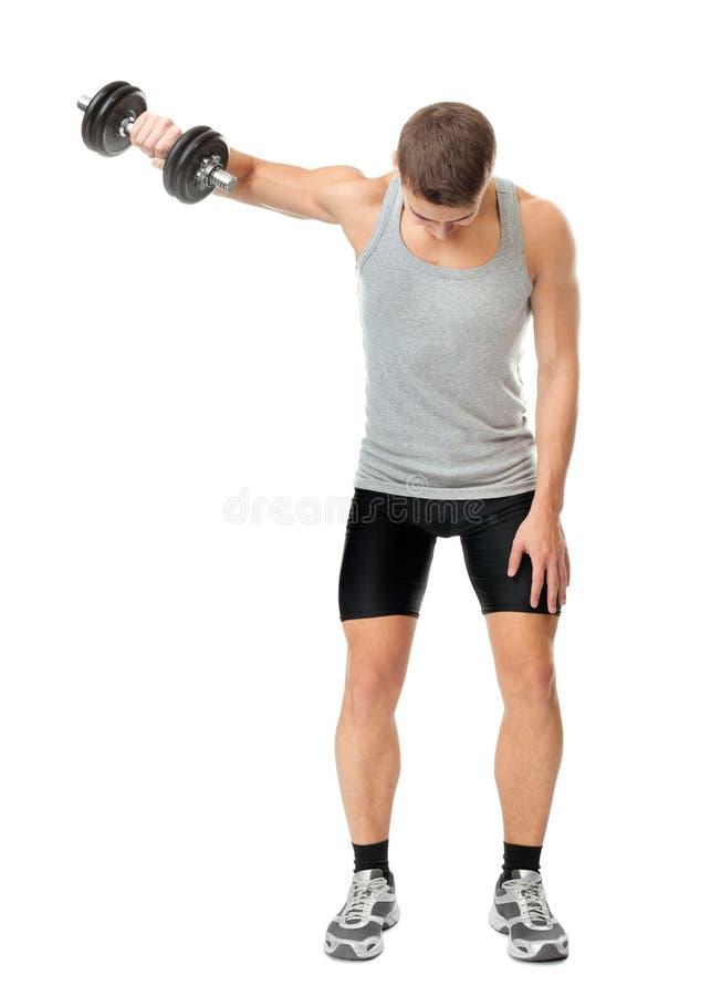 Dysponowany mężczyzna ćwiczy z dumbbells fotografia stock
