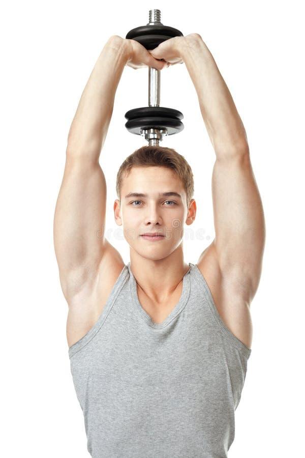 Dysponowany mężczyzna trenuje jego triceps zdjęcia stock