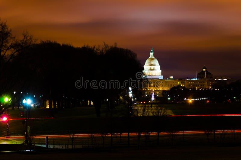 Dystansowy widok kopuła USA Wzgórze Kapitolu Kongresowy Senacki budynek w zmierzchu wieczór fotografia royalty free