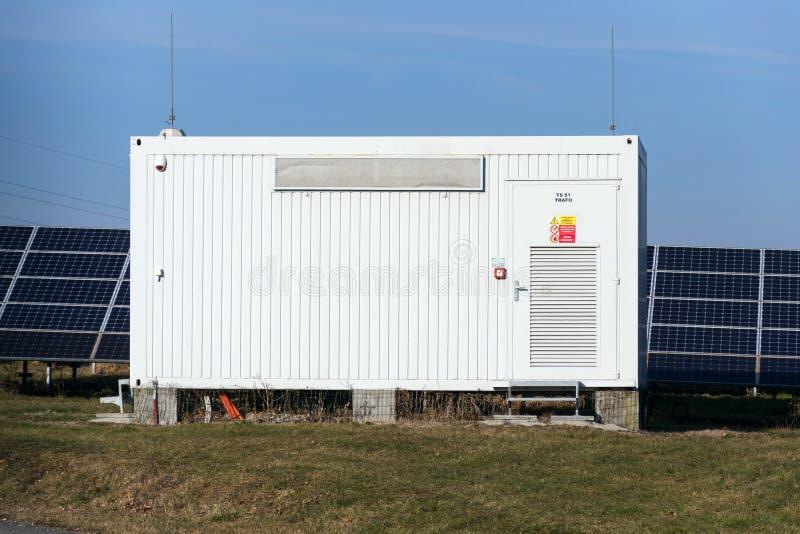 Dystrybucja punkt przy panelu słonecznego photovoltaics elektrownią, energetyczna innowacja obraz royalty free