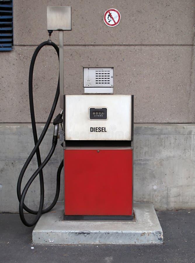 dystrybutoru paliwowa benzynowy stary rocznik zdjęcia royalty free