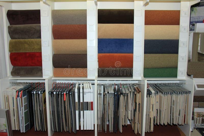 Dywanowi swatches w sklepie obraz stock