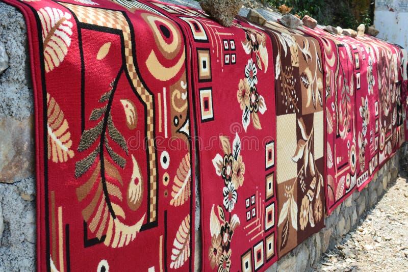 Dywany jest sprzedającym poboczem fotografia stock