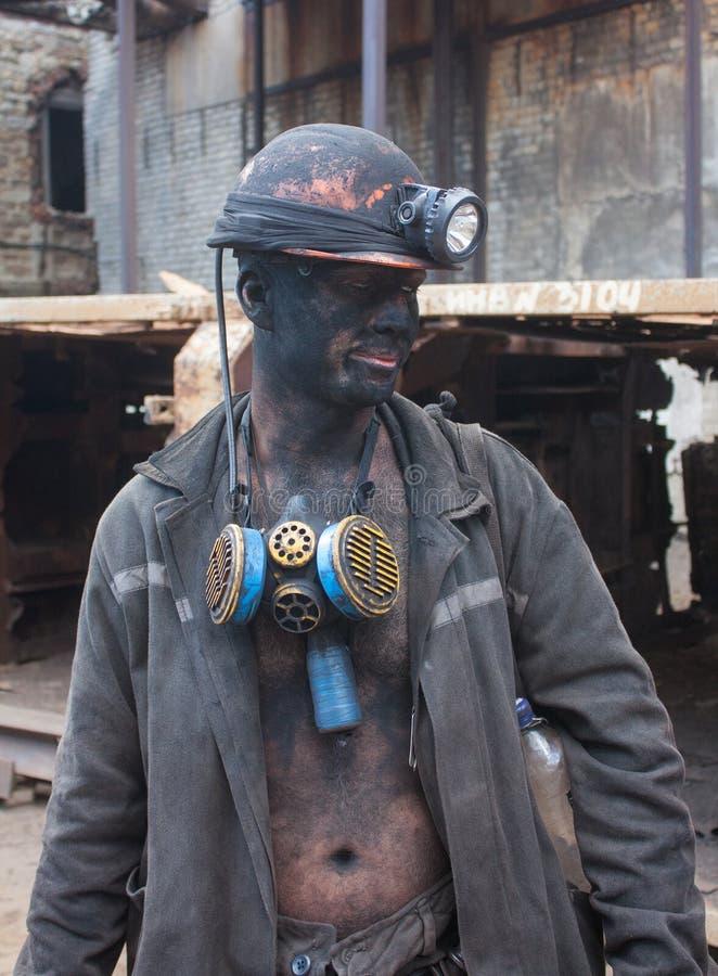 Dzerzhinsk, Ukraine - 20 août 2013 : Mineur travaillant à un jackha photo libre de droits