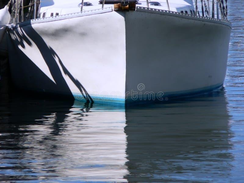 Download Dziób łodzi obraz stock. Obraz złożonej z woda, żeglowanie - 138721