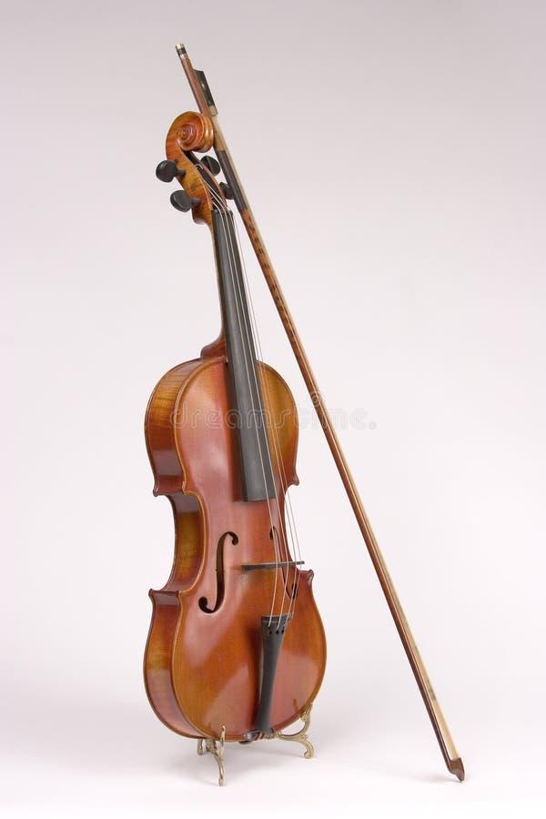 dziób z antykami pojedynczy skrzypce. obraz stock