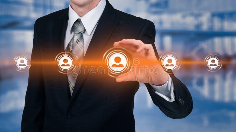 Działu zasobów ludzkich biznesu pojęcie Biznesmen naciska hr ikonę na wirtualnym ekranie obrazy stock