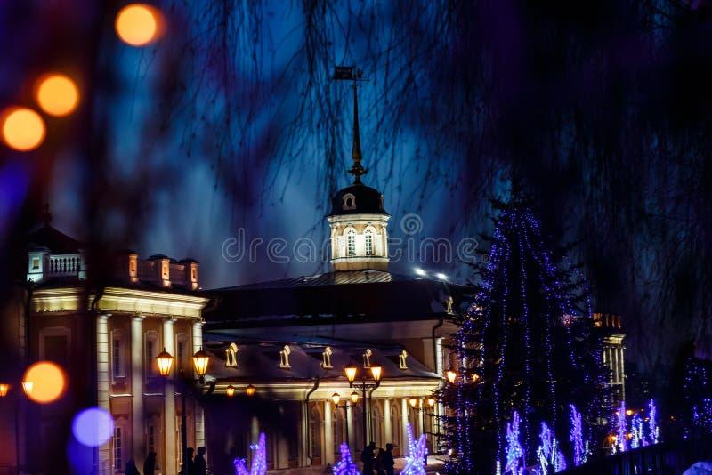 Działa podwórze pod nowego roku ` s królowaniem na terytorium Kazan Kremlin przy nocą zdjęcia royalty free