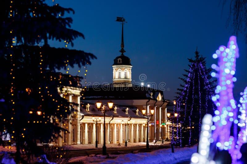 Działa podwórze pod nowego roku ` s królowaniem na terytorium Kazan Kremlin przy nocą zdjęcia stock