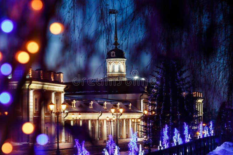 Działa podwórze pod nowego roku ` s królowaniem na terytorium Kazan Kremlin przy nocą obrazy stock