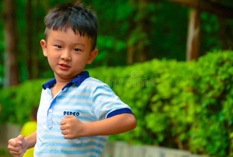Działająca chłopiec fotografia stock