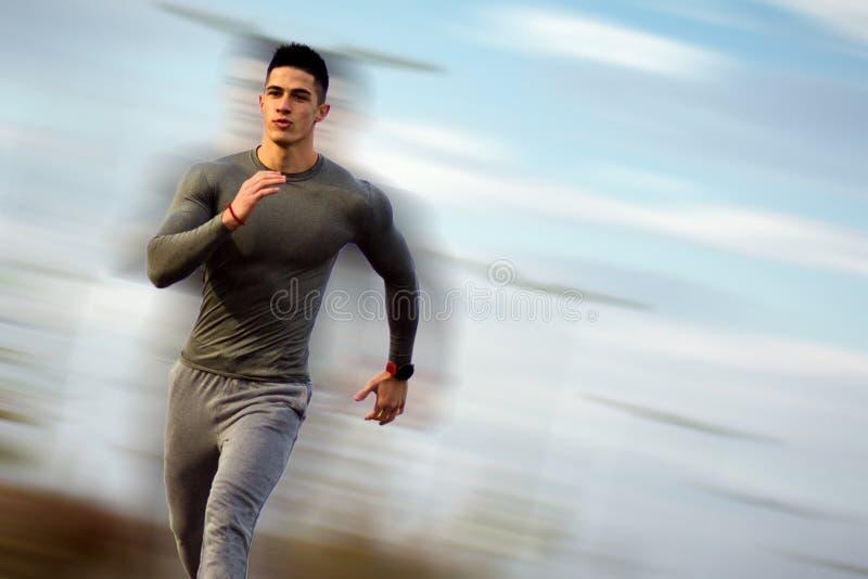 Działający przystojny sportowiec zdjęcia royalty free