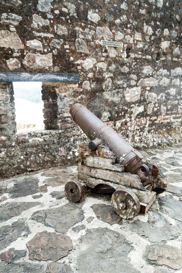 Działo przy fortecą Niepokalany poczęcie w wioski Ell Castillo przy San Juan rzeką, Nicarag zdjęcia royalty free