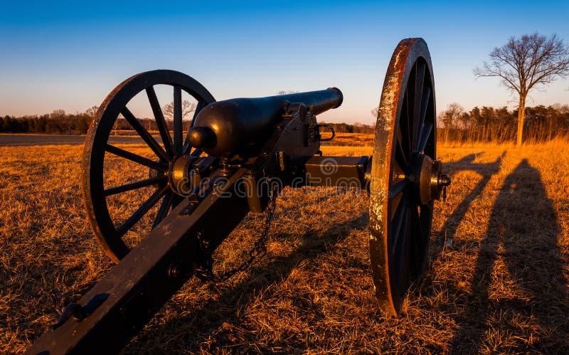 Działo przy zmierzchem, Manassas pola bitwy Krajowy park, Virginia zdjęcie royalty free