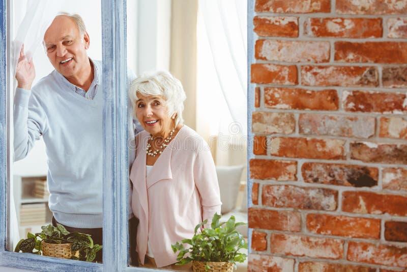 Dziadkowie czeka ich gości obrazy royalty free
