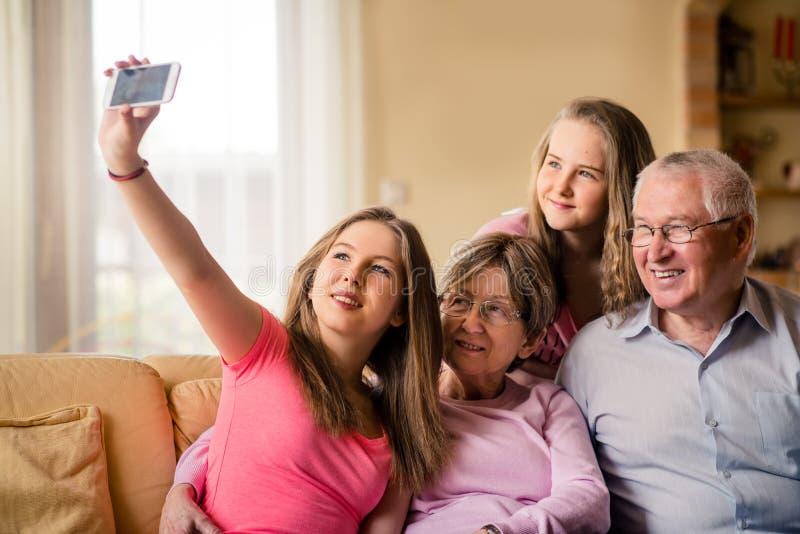 Dziadkowie z wnuka selfie obrazy stock