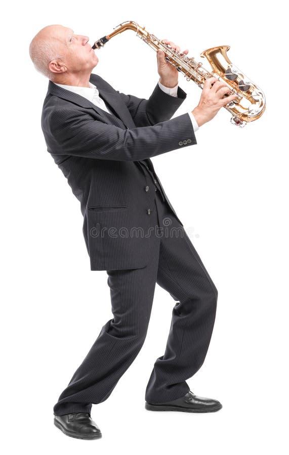 Dziadunio bawić się na saksofonie na białym odosobnionym tle obraz royalty free
