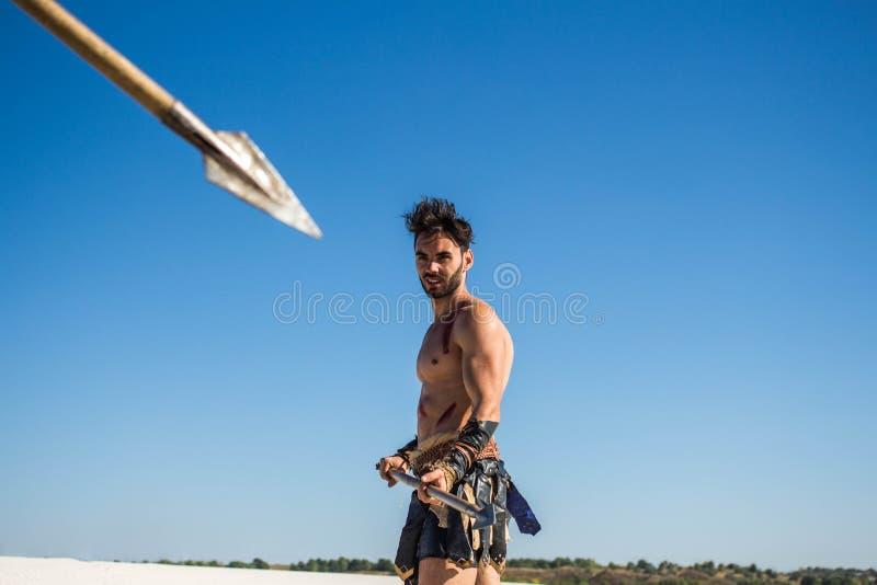 Dzida celował przy Spartańskim wojownikiem z dzidą fotografia royalty free