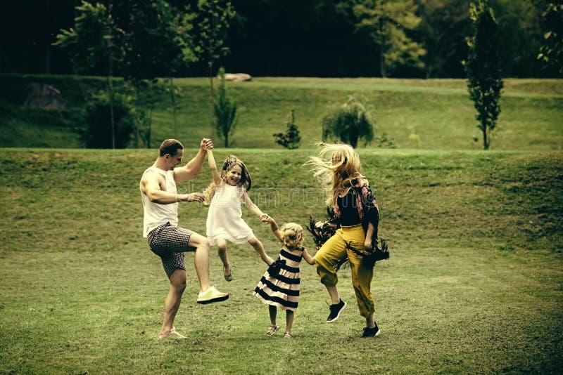 Dzień dziecko Wolność, aktywność, styl życia, energetyczny pojęcie zdjęcia royalty free
