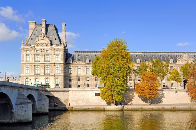 dzień jesienny France luwr sunny Paryża fotografia stock