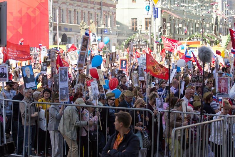 dzień Moscow zwycięstwo Nieśmiertelny pułk na Moskwa ulicie Tysiące marsz pamiętać wojny światowa 2 krewnych fotografia royalty free