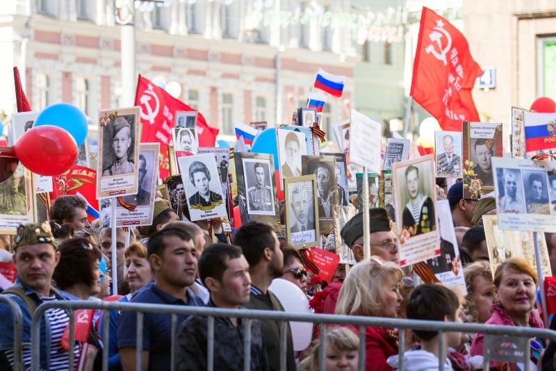 dzień Moscow zwycięstwo Nieśmiertelny pułk na Moskwa ulicie Tysiące marsz pamiętać wojny światowa 2 krewnych obrazy royalty free