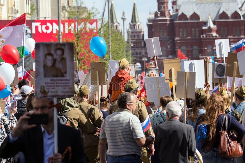 dzień Moscow zwycięstwo Nieśmiertelny pułk na Moskwa ulicie Tysiące marsz pamiętać wojny światowa 2 krewnych zdjęcia stock