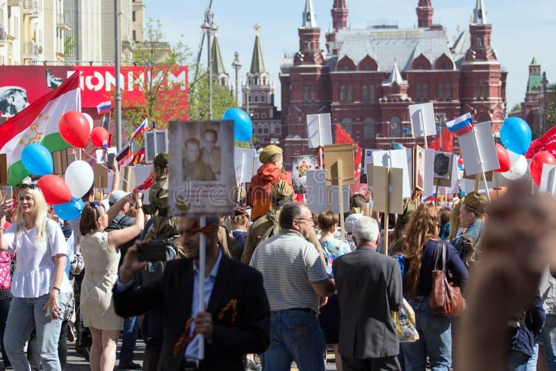 dzień Moscow zwycięstwo Nieśmiertelny pułk na Moskwa ulicie Tysiące marsz pamiętać wojny światowa 2 krewnych obraz royalty free