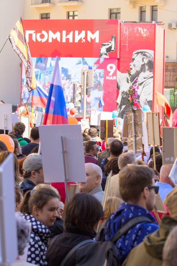 dzień Moscow zwycięstwo Nieśmiertelny pułk na Moskwa ulicie Tysiące marsz pamiętać wojny światowa 2 rel zdjęcie royalty free