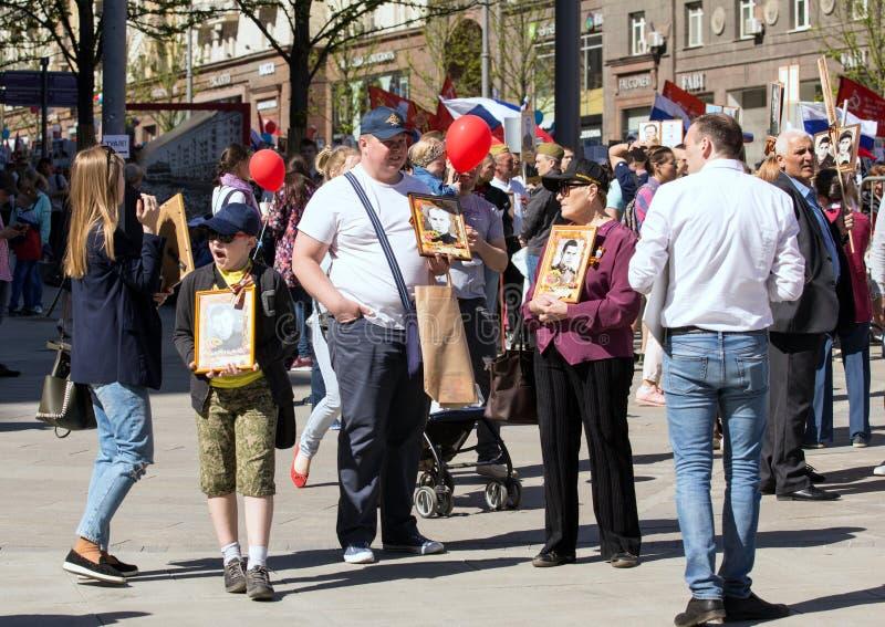 dzień Moscow zwycięstwo Nieśmiertelny pułk na Moskwa ulicie Tysiące marsz pamiętać wojny światowa 2 rel fotografia royalty free