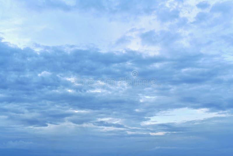 Dzień, ranek lub wieczór, bez widocznych promieni słońce zdjęcia royalty free
