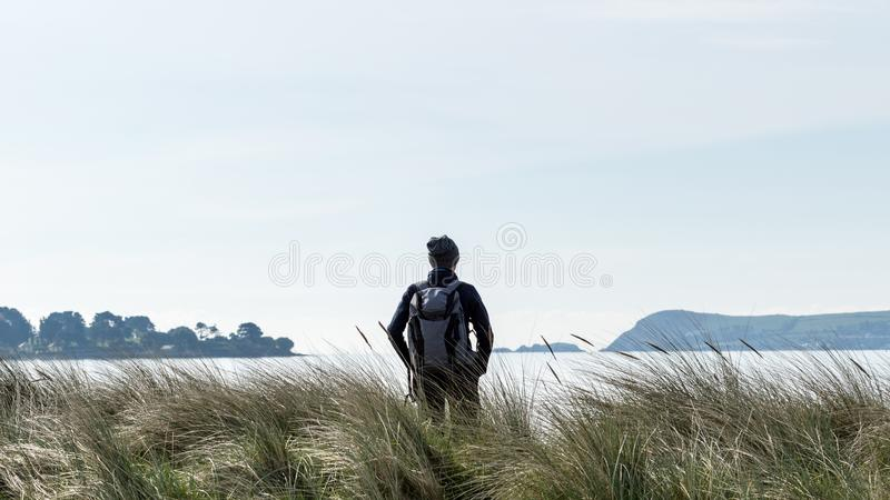 Dzień wydający w świetle słonecznym na pięknej plaży w Irlandia zdjęcie royalty free