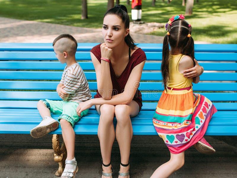 Dziecięcych przestępstw bełta rodzinny rozczarowanie zdjęcia royalty free